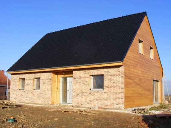 maison en brique de bois maison brique bois avant une. Black Bedroom Furniture Sets. Home Design Ideas